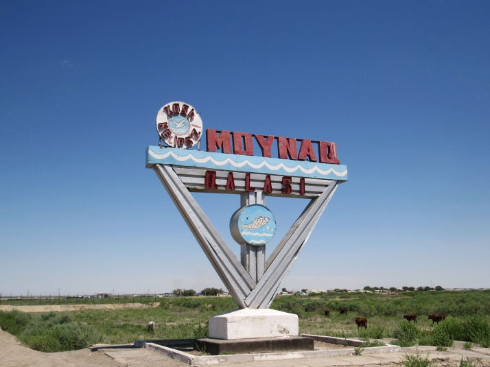 Entry sign to the town of Moynaq