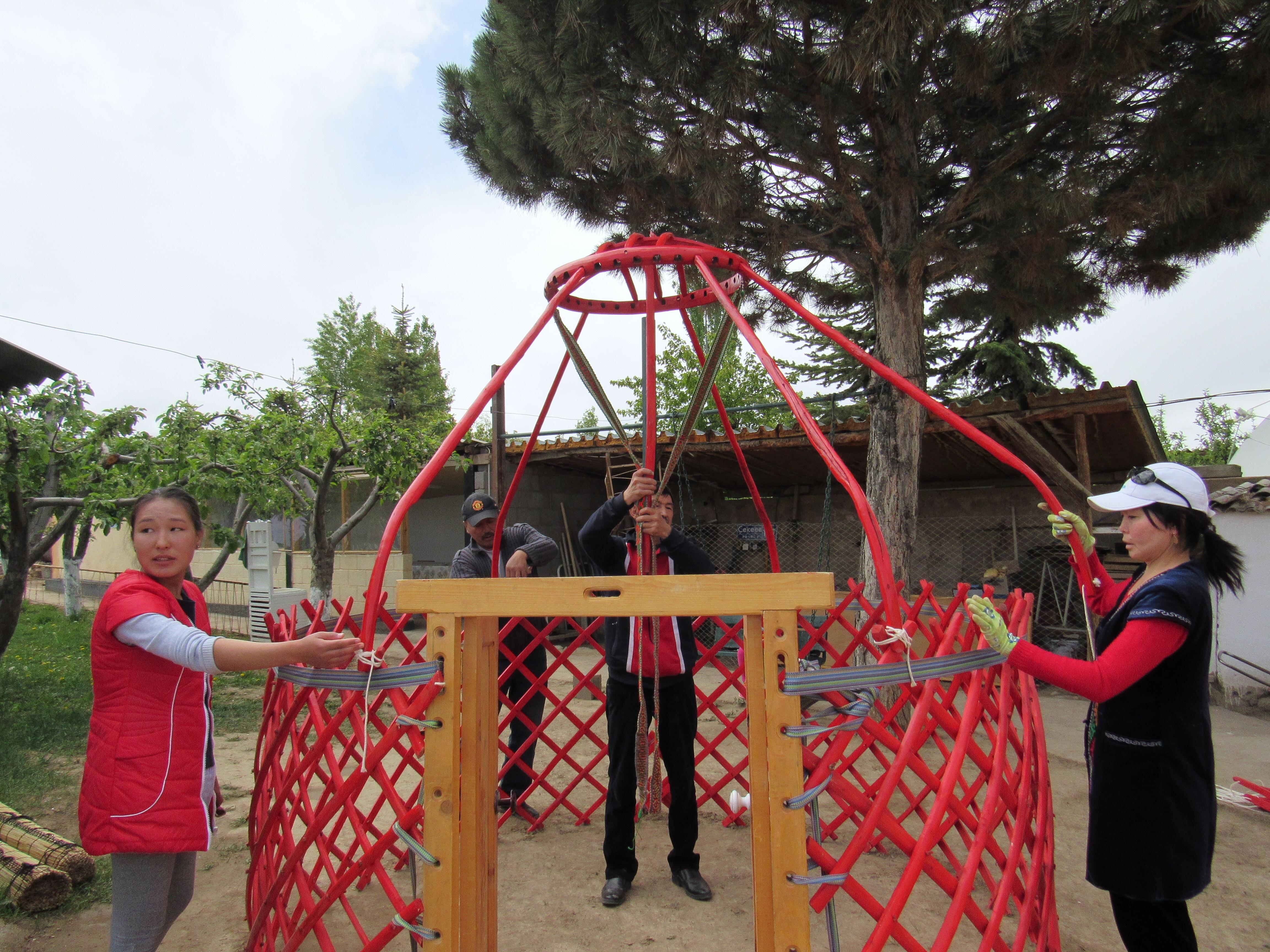 Assembling a yurt
